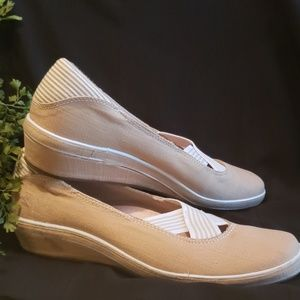 Grasshopper Shoes size 9.5 N